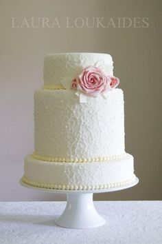 See more about white wedding cakes, pearl wedding cakes and wedding cakes.