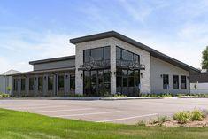 Building Design Plan, Mix Use Building, Building Exterior, Church Building, Magazine Design, Interior Design Magazine, Design Salon, Salon Interior Design, Design Design