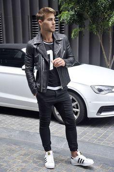 - Adidas Stan Smith - Schwarze Chinohose - Schwarzes Sweatshirt ✔️ - Lederjacke ✔️