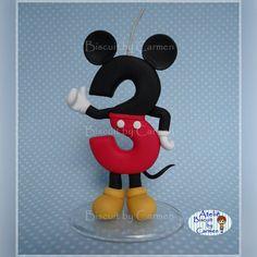 """104 Me gusta, 1 comentarios - Carmen Lúcia Jesus (@biscuitbycarmen) en Instagram: """"Vela para Topo de bolo, tema Mickey ❤ #biscuit #biscuitbycarmen #porcelanafria #porcelaincold…"""" Carmen Lucia, Nov 6, Biscuit, Foto E Video, Disney Characters, Fictional Characters, Minnie Mouse, Instagram Posts, Art"""