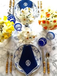 Blue and White Outdoor Table Settings – Blue and White Home Dresser La Table, Outdoor Table Settings, Beautiful Table Settings, Pink Clutch, Royal Copenhagen, Table Arrangements, Deco Table, China Patterns, White Houses