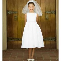 The simple classic Irish Communion Dress for girls sizes 2 - 14. Typically communion age is 7 - 9 years old for ceremony preparation. This simple dress is cut to fit communion age and siblings sizes for weddings or other special occasions.