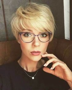 Short Hairstyles for Women with Fine Hair #HairstylesForWomenWithThinHair