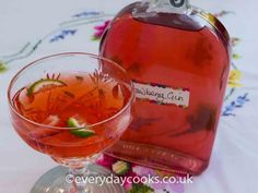 Strawberry Gin is a pretty pink gin. Just the thing for a long summer drink with tonic, or in a fruit punch or cocktail, and plenty of ice. Strawberry Gin, Strawberry Cocktails, Fruity Cocktails, Summer Cocktails, Gin Recipes, Alcohol Recipes, Quick Recipes, Recipies, Fruit Punch