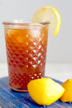 I love making my own iced tea because I can adjust the sugar according to my taste - definitely a healthy alternative to store-bought ones. For this recipe, you can actually taste REAL black tea and REAL lemon – not just sweetness. It's easy to make too. Lemon Iced Tea Recipe, Iced Tea Recipes, Homemade Iced Tea, Making Iced Tea, Butter Ingredients, Alcohol Recipes, Water Recipes, Frappe, Frappuccino Recipe