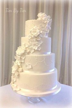 25 Incredibly Beautiful Wedding Cakes That Won This sneaky, two-faced superhero cake. White Wedding Cakes, Elegant Wedding Cakes, Cool Wedding Cakes, Beautiful Wedding Cakes, Wedding Cake Designs, Beautiful Cakes, Wedding Cake Decorations, Wedding Cake Toppers, Geometric Cake