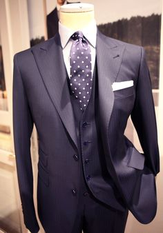 (Not advising a dotted bowtie here. How about black buttons? Best Mens Fashion, Mens Fashion Suits, Men's Fashion, Mens Suits, Grunge Fashion, Fashion Shoes, Sharp Dressed Man, Well Dressed Men, Terno Slim