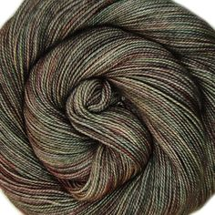 Merino Silk Twist 80/20 superwash merino/silkki tiukkakierteinen lanka 365m/100g puikkosuositus 2-3mm fingering vahvuus