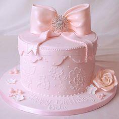 Cake+With+Pink+Bow+cakepins.com