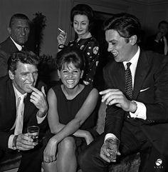 1962, Roma. Burt Lancaster, Claudia Cardinale, Alain Delon e, alle loro spalle, Paolo Stoppa. Diretti da Luchino Visconti, i protagonisti de Il Gattopardo