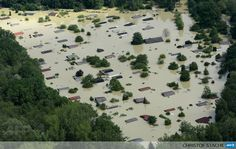 GERMANY, Deggendorf : An aerial view shows summer houses flooded by water from the River Danube near the Bavarian village Deggendorf, southern Germany, on June 6, 2013. Germany pushed on with frantic efforts to secure saturated river dykes with sandbags on June 6, 2013, bracing for a surge of the worst floods in over a decade that have claimed 12 lives and forced mass evacuations across central Europe. AFP PHOTO/CHRISTOF STACHE