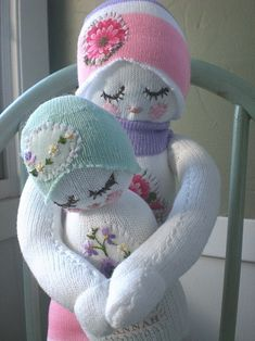 Sock dolls.  So sweet! Finally a use for the mismatched sock collection.