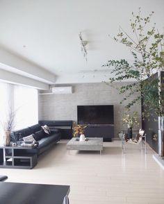 503 個讚,12 則留言 - Instagram 上的 chii⑅︎◡̈︎*❤︎(@chiii__stagram):「 . 日が暮れるのも早いし、涼しくてすっかり秋ですね🍂 ユーカリと紅葉しかけているドウダンツツジ、リビングテーブルはハナナス、窓際の壺には枝物 で秋っぽく… . そんなリビングナウです☺︎ .… 」 Boconcept, My House Plans, Living Spaces, Living Room, Second Floor, Couch, Flooring, Interior Design, Modern