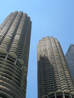Retro Chicago Apartment in the Iconic Marina City Towers
