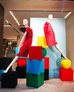 """MAXMARA, London, UK, """"Primary colours and simplistic geometric shapes"""", photo by Hayley Mills (HMVM), pinned by Ton van der Veer"""