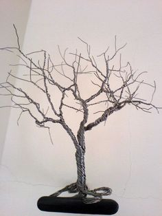 This tree are made from steel wire. It´s going to be decorated with beads.