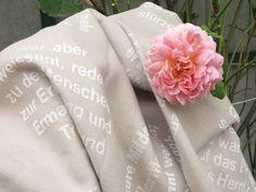 Tischdecken mit eingewebten Zitaten für den Gartentisch - Der Frühling ruft! Napkins, Table Covers, Hemp, Linen Fabric, Textiles, Cotton, Ideas, Towels, Dinner Napkins