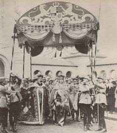 HHMM King Ferdinand and Queen Marie of Romania - Coronation at Alba Iulia Ferdinand, Romanian Royal Family, Queen Victoria Family, Royal Crowns, House Of Windsor, Painted Clothes, Royal Jewelry, Kaiser, Crown Jewels