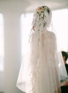 When it comes to romance, no one does it better than Marchesa. And romance reigned supreme in their Fall 2017 Bridal Collection. Inspired by the ethereal Eos, goddess of dawn, Georgina Chapman and Keren Craig created wedding dress masterpieces full of