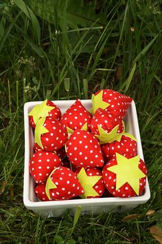 These sweet little strawberries are part of our new collection of soft play food made entirely from recycled fabrics. Each of these berries were cut out of what was once a pair of vintage polka dotted capri pants, and topped with a small vinyl star cut out of leftover monster coin purse scraps! All fabrics were washed before use to ensure that the berries are safe to be chewed on ;-) As some of the berries are quite small, we do not recommend them for dogs, or children under the age of…