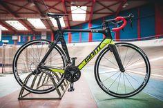WIN WIN WIN Habt Ihr Lust auf ein neues @giantbicycles Rennrad? Dann nutzt doch morgen die Chance und gewinnt unser Afew x Giant 1:1 Custom-Bike. Was ihr dafür tun müsst? Einfach ab 15:00 Uhr zu uns in den Laden kommen und der oder die schnellste sein. Schreibt die Namen eurer schnellsten Freunde in die Comments vielleicht braucht der ein oder andere ja ein neues Bike  Folgt dem Link in unserer BIO für mehr INFOS