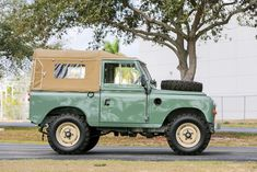 Frame-Off Restaurierung – 1973 Land Rover Serie III SWB – Darren Moore – Join in the world of pin Land Rover Serie 3, Land Rover 88, Land Rover Pick Up, Land Rover Off Road, Defender 90, Land Rover Defender, Planes For Sale, Jimny Suzuki, Range Rover Classic
