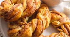 French Toast, Chicken, Meat, Breakfast, Food, Deserts, Recipes, Morning Coffee, Eten