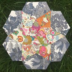A slightly Austin Powers vibe to this Hello Kitty floral Liberty mixed with some cool monotone  . #icecreamsodaquilt #100daysofsilentsewing #handsewing #slowsewing #epp #englishpaperpiecing #aurifil #patchwork #sewing #hers #makersgonnamake #fabriclove #handmade #sewingproject #memade #liberty #libertyfabric #hellokitty #floral #slowstitching #createeveryday #quilting #handsewn #talesofcloth