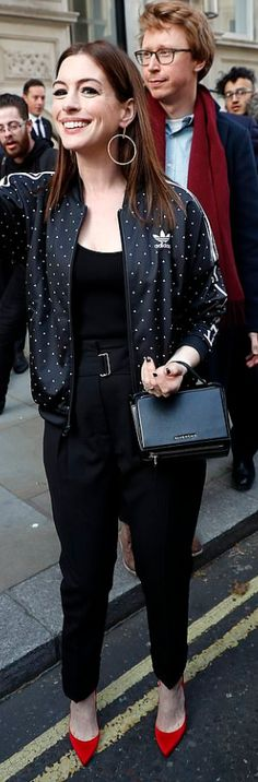 Who made Anne Hathaway's red pumps, black print jacket, and handbag? Jennifer Hudson, Kate Hudson, Anne Hathaway Style, Fashion Dictionary, Denise Richards, Rachel Bilson, Red Pumps, Kate Bosworth, Pippa Middleton