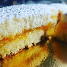 Le tortine all'albicocca sono un dolce di Patrizia Virdis perfetto per la colazione e per le vostre merende.  #Sardinia #cake #food #dessert #dolci #dolce #cakepops #cakedecorating #cakedesign #cakes #italianfood #ricette #ricetta #recipe #recipeoftheday #recipes #tasty #foodphotography Chocolates, Apple Crumble Cake, I Love Food, Biscotti, Cake Pops, Cornbread, Vanilla Cake, Buffet, Cheesecake