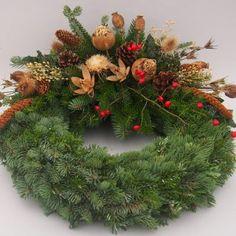 Christmas Door Wreaths, Flower Designs, Flower Arrangements, Holiday Decor, Flowers, Artist, Diy, Inspiration, Christmas Wreaths