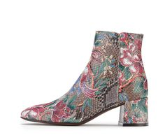 Attilio Giusti Leombruni - The Tropical ankle boot in graphic floral print designed by the Giusti Sisters. #aglshoes #fw17 #shoes #bootie #print #tropical #leather