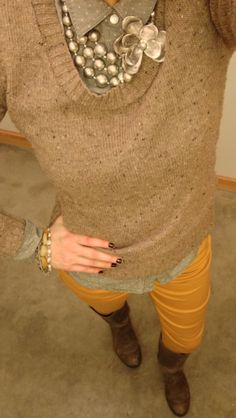 i love layers of neutrals that are accented with a bold pop of color, like these mustard yellow pants from Target. Mustard Yellow Outfit, Mustard Pants, Preppy Fall Fashion, Autumn Fashion, Outfits Otoño, Yellow Outfits, Slacks Outfit, Fall Chic, Professional Attire