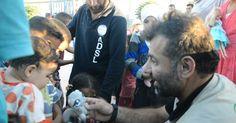 O homem que cruza fronteira a pé com 70 kg de brinquedos para alegrar crianças na Síria em guerra