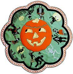 Sunshine and Shadow Doll Quilt Halloween Magic, Halloween Miniatures, Retro Halloween, Halloween Table, Halloween Haunted Houses, Halloween Prints, Holidays Halloween, Happy Halloween, Halloween Decorations