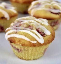 Keto Strawberry Lemonade Muffins - Keto Cooking Christian Strawberry Muffins Healthy, Healthy Muffins, Healthy Sweets, Low Carb Keto, Low Carb Recipes, Keto Breakfast Muffins, Gluten Free Muffins, Strawberry Lemonade, Cooking