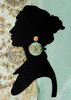 Orecchini color oro e verde acqua in stoffa e pizzo con inserti metallici.  Earrings made with fabric, color gold and teal.