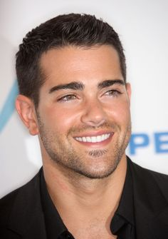 Jesse Metcalf Photos - Actor Jesse Metcalf poses in the press room at the 2009 ALMA Awards held at Royce Hall on September 2009 in Los Angeles, California. Beautiful Men Faces, Gorgeous Men, Jesse Metcalfe, Boy Hairstyles, Male Face, Attractive Men, Good Looking Men, Haircuts For Men, Sexy Men