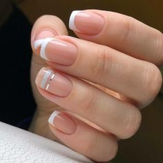 The advantage of the gel is that it allows you to enjoy your French manicure for a long time. There are four different ways to make a French manicure on gel nails. The choice depends on the experience of the nail stylist… Continue Reading → French Pedicure, French Manicure Nails, French Tip Nails, Diy Nails, Cute Nails, Nail French, French Tips, French Manicure With Design, Cute Shellac Nails
