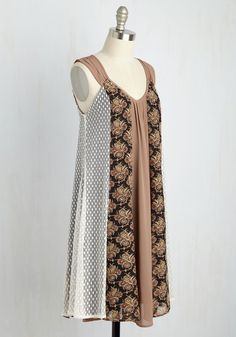 Your gals have the whole day planned out. Your only duty - sip your to-go tea and look great in this printed shift dress! So, go ahead and roll down the windows, let the breeze flutter the pleated shoulders, V-neck, and lace, paisley, and tan panels of this bow-back dress from Ryu, and enjoy the ride.