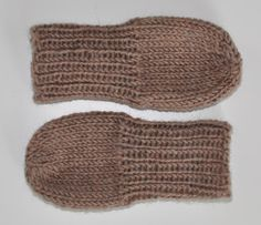 Arts And Crafts, Diy Crafts, Baby Socks, Baby Knitting Patterns, Knitting Projects, Handicraft, Fingerless Gloves, Arm Warmers, Ravelry