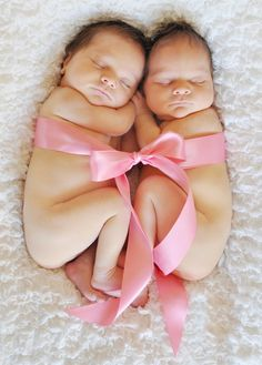 newborn twin girls - Wow is this a great photo!