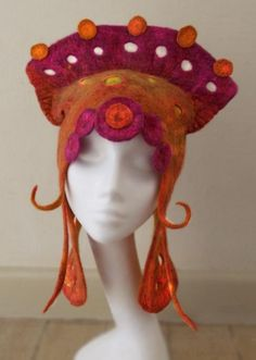 Amazing hat/crown/headdress design! Link for comments about the making: http://feltingforum.com/forums/wet-felting/21936-fantasy-hat.html