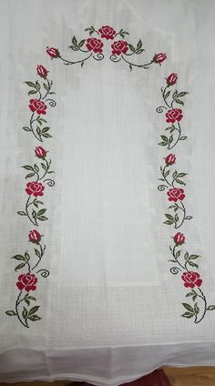 This Pin was discovered by Esr Cross Stitch Borders, Cross Stitch Rose, Cross Stitch Designs, Cross Stitch Patterns, Filet Crochet, Palestinian Embroidery, Embroidered Roses, Drawn Thread, Crochet Tablecloth