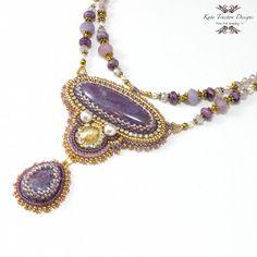 Violetta-Halskette, Gold, Perlen-Stickerei, Lavendel