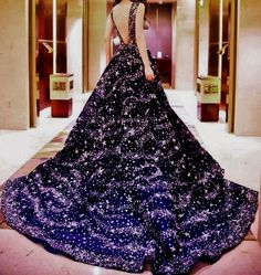 for Feyre to wear at the Night Court