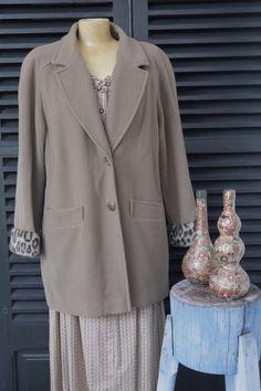 abrigo paño marrón 80's.   $33  via Bahía, confecciones, recuerdos y puestas de sol.. Click on the image to see more!