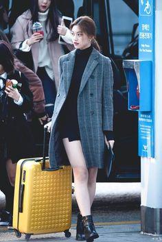 Korean Twin Fashion - K-pop Fashion Korean Airport Fashion Women, Airport Fashion Kpop, Korean Fashion Kpop, Asian Fashion, Kpop Outfits, Korean Outfits, Cute Outfits, Fashion Idol, Girl Fashion