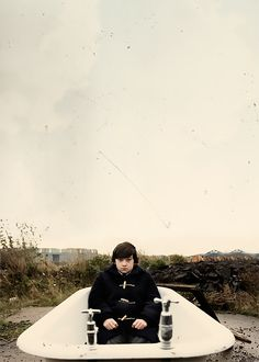 Oliver Tate (Craig Roberts) - Submarine Richard Ayoade, Best Teen Movies, Good Movies On Netflix, Good Movies To Watch, Awesome Movies, Submarine 2010, Submarine Movie, Craig Roberts, Alex Turner