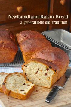 Pain brioché aux raisins - Newfoundland Raisin Bread - a traditional sweet bread made in Newfoundland families for generations. It's delicious fresh or toasted or turned into French toast with a drizzle of molasses. Rasin Bread, Cinnamon Raisin Bread, Molasses Bread, Banana Bread, Bread Machine Recipes, Bread Recipes, Baking Recipes, Chicken Recipes, Rock Recipes